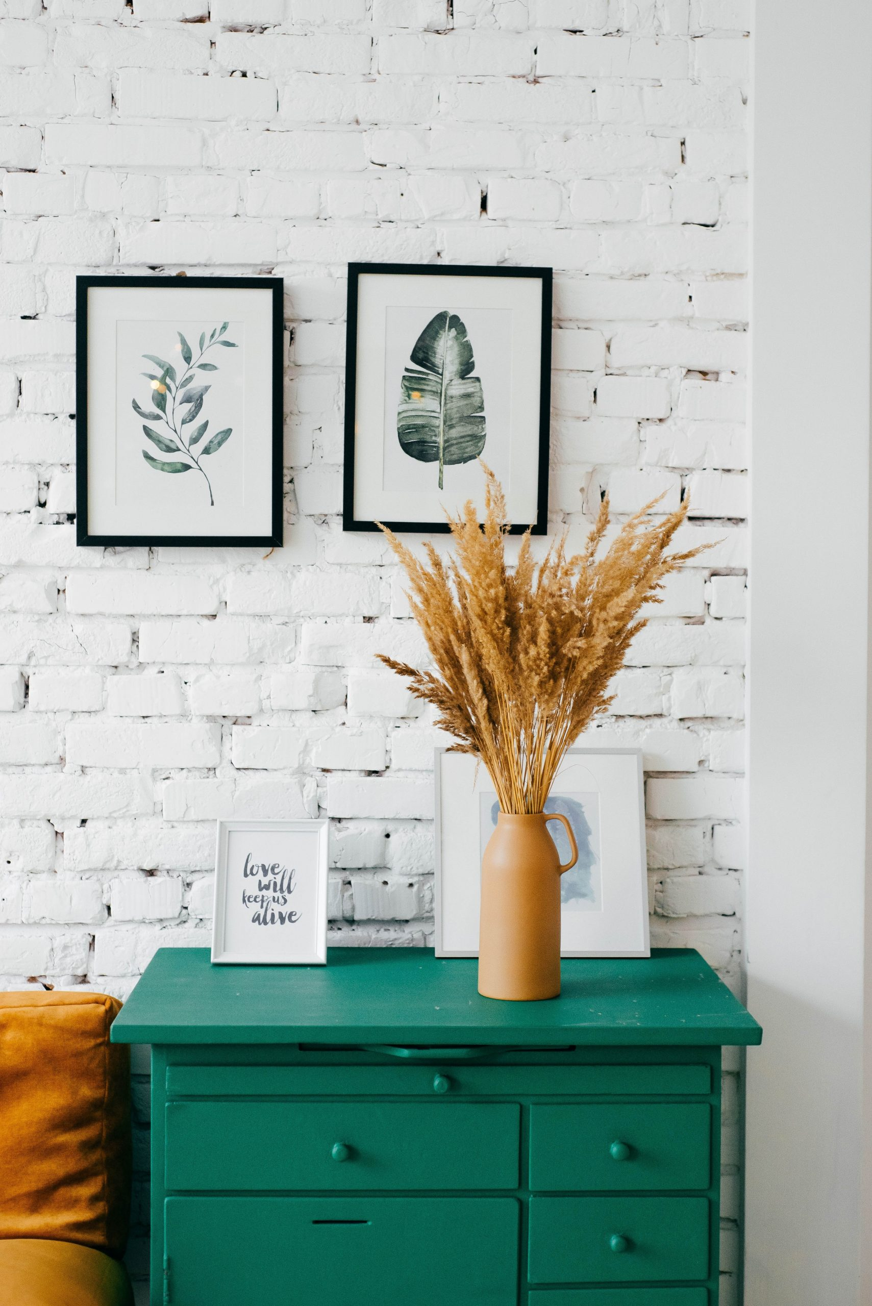 Small spaces can be tricky to decorate, but with some simple additions, you can feel like you have oodles of space!