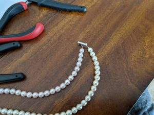 Pearl necklaces are awesome additions to your wardrobe, check out how to make your custom set!
