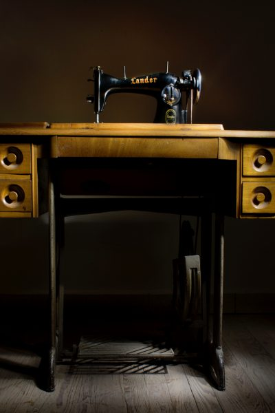 Upcycling an old sewing machine can net you a neat looking table!