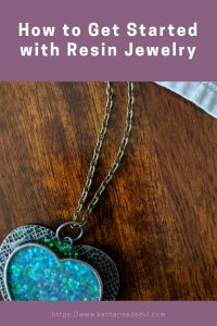 Resin jewelry sounds pretty hard, but did you know it's actually pretty easy to get started?