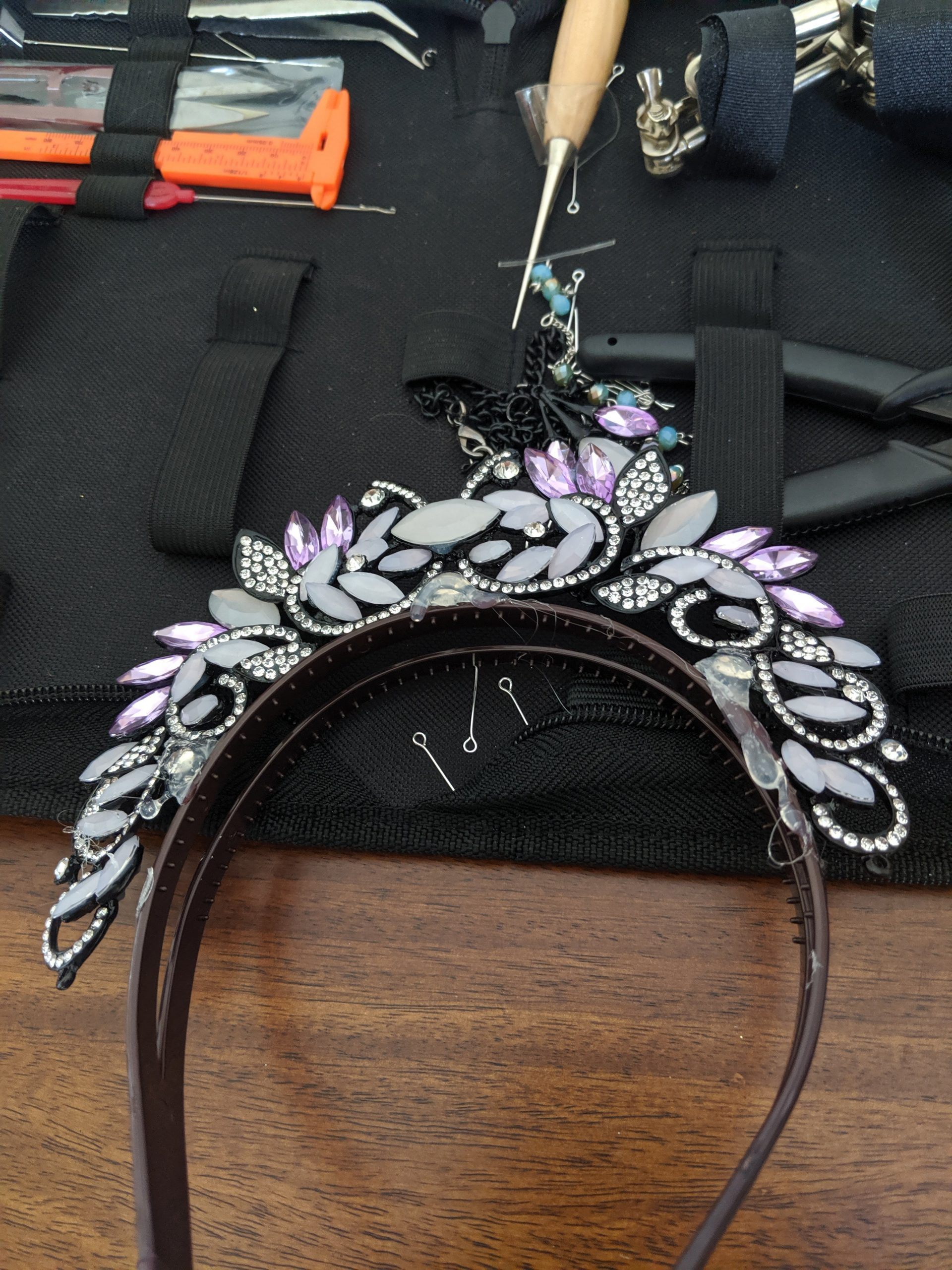 Glue the necklace to the headband and then wrap with wire to complete
