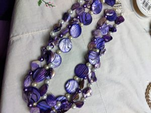 This is a beautifully chunky and textured statement necklace!