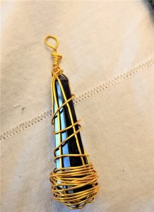 a wrapped pendant is an easy wire jewelry project to make!