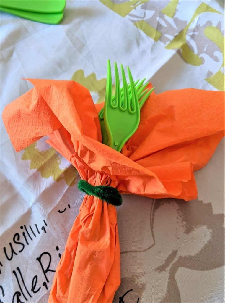 Your table settings are just begging for these cute little carrot napkin bundles!