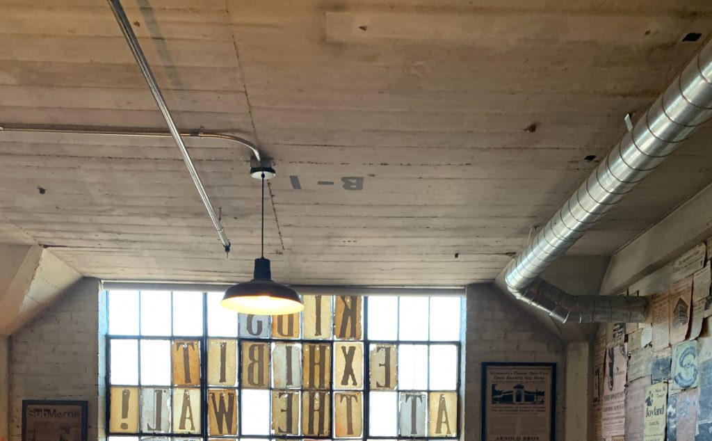 An exposed ceiling like this one is exactly what industrial style is all about!