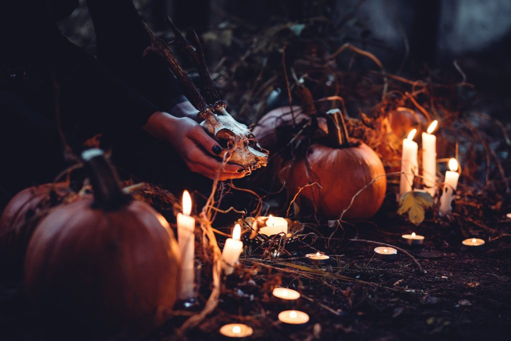 Check out some other spooky and spine-chilling wreath ideas below!