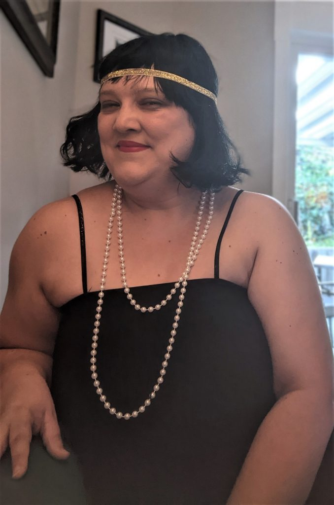 Here's my flapper look, before I decided to add another strand to the gold headpiece!