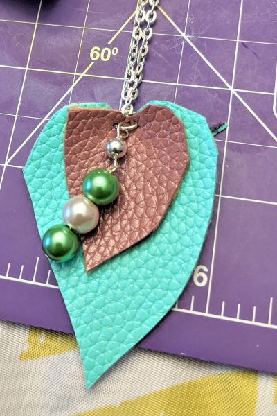 Here it is, a finished pearl leather necklace!!!